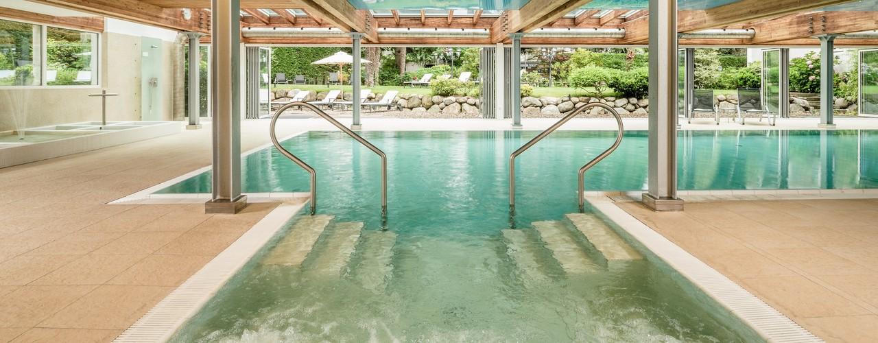 Eine morgendliche Begegnung am Pool des Meranerhof